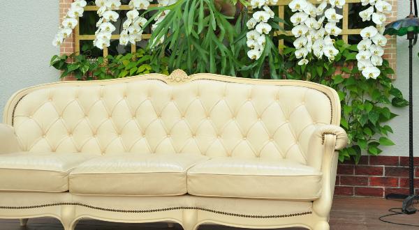 チェスターフィールドソファの手入れ方法